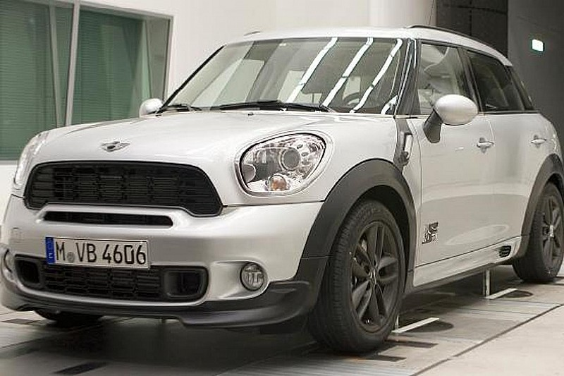 MINI Countryman photos with aero-kit surface