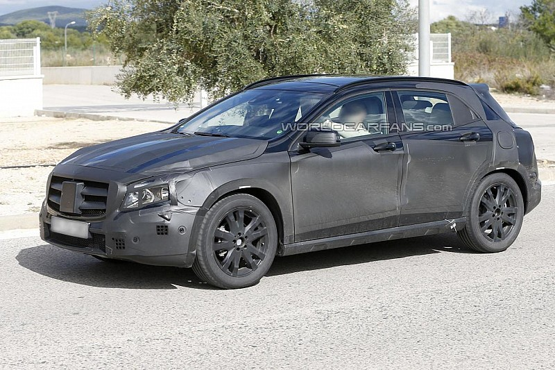 2014 Mercedes GLA spied up close