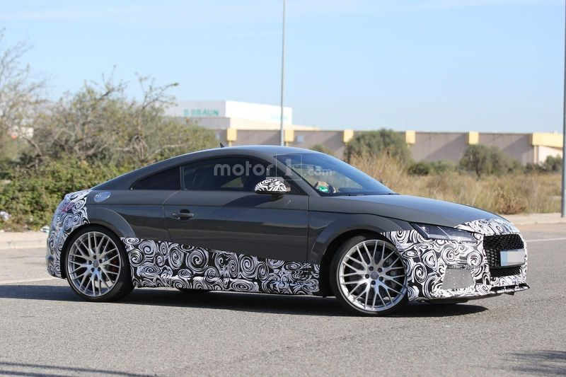 2016 audi tt rs spied being benchmarked against the porsche cayman gt4. Black Bedroom Furniture Sets. Home Design Ideas